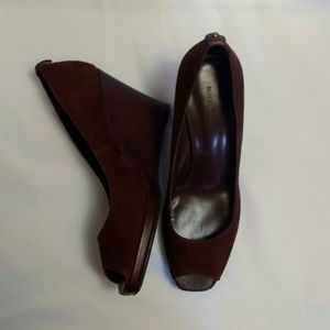 Banana Republic Suede Peep Toe Wedges 3.5in  7 EUC